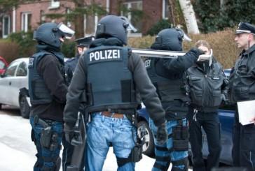 MEK-Einsatz nach Bedrohungslage in Hamburg-Barmbek | Polizeibeamte bedroht