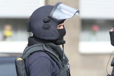 Spezialeinsatzkräfte verhaften Täter nach schweren Raub in Wohnung