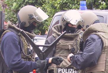 Polizei klärt Raubüberfall auf Lebensmitteldiscounter | Zwei Tatverdächtige durch SEK verhaftet