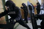 Versuchter Übergriff auf Polizisten | SEK Berlin überwältigt vermeintlichen Ruhestörer