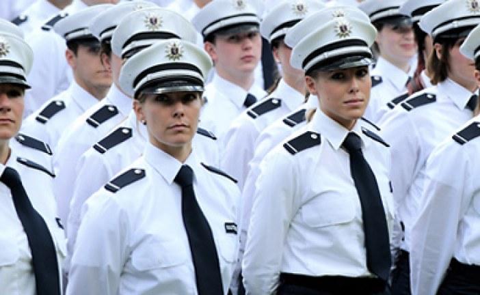 550 Polizisten öffentlich vereidigt | SEK Frankfurt gibt Vorführung