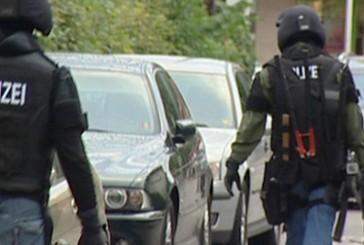 MEK Hamburg verhaftet Trio wegen Hehlerei u.a.