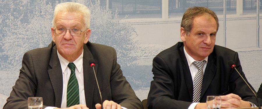 Ministerpräsident Winfried Kretschmann und Innenminister Reinhold Gall bei der Regierungspressekonferenz | Foto: © SMI BaWü