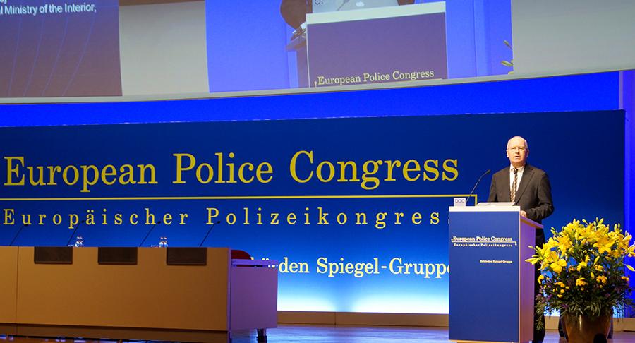 Klaus-Dieter Fritsche bei der Eröffnungsrede | Foto: © glwC - sek-einsatz.de