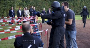 Gespannt verfolgt Innnenminister Boris Pistorius die Wettkämpfe | Foto: Polizei