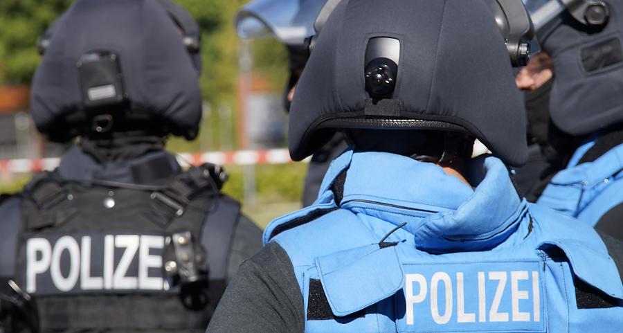 Beamte einer Verhandlungsgruppe | Symbolfoto: © fjmoll.de