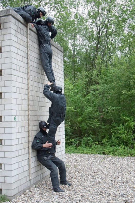 Andauerndes und konsequentes Training ist Pflicht beim SEK   Foto: Matthias Zepper