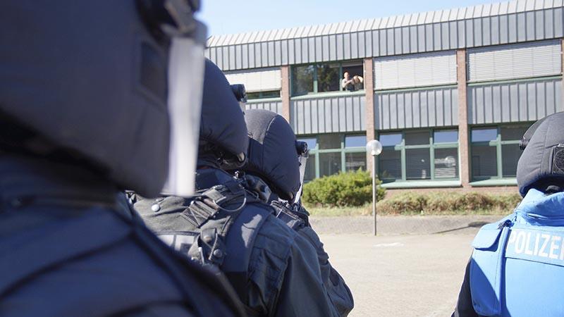 SEK Kräfte kurz vorm Zugriff einer Geiselnahme | Symbolfoto: fjmoll.de