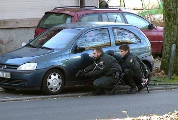 Fahndung: SEK jagd falsche Polizisten | Raub auf 67-Jährigen