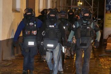 SEK Einsatz: Polizeibeamte mit Messer bedroht