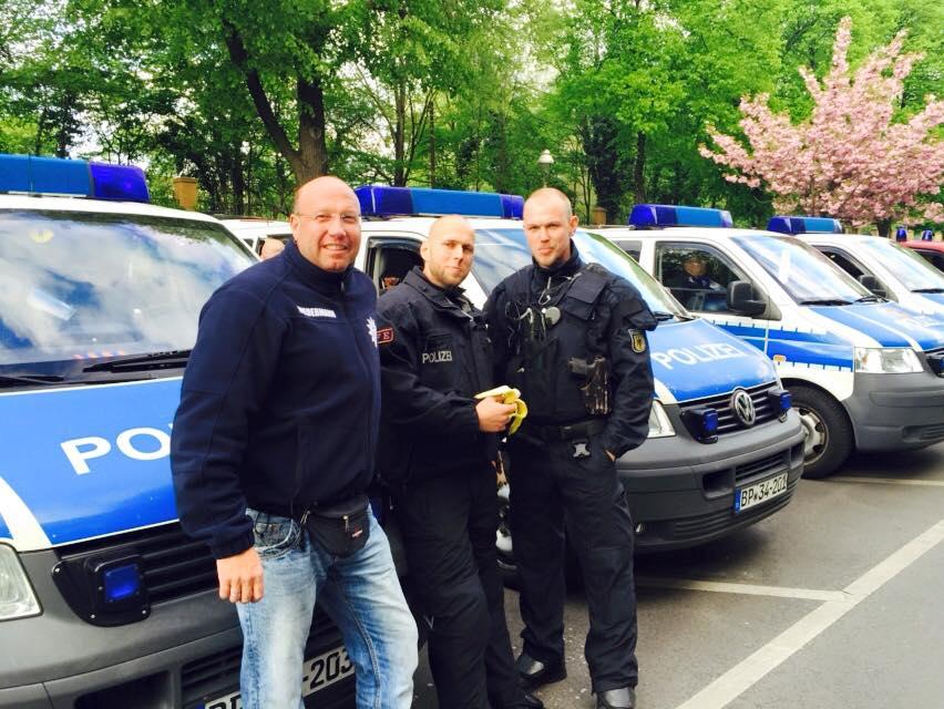 Boris Biedermann (DPolG) bei der Versorgung der BFE | Foto: Biedermann