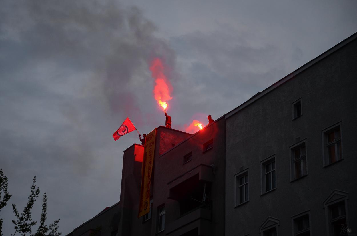 """Am 30.04.2015zog die Demonstration """"Organize - gegen Rassismus und soziale Ausgrenzung"""" durch den Bezirk Berlin-Wedding bis zum Eberswalder Platz. Foto: 1104 © Tomas Moll"""