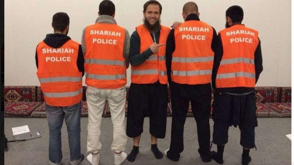 So ging die selbst ernannte Scharia Polizei in Wuppertal auf Streife | Foto: via Facebook