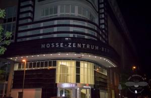 Das Mosse Zentrum Berlin durchsuchten SEK-Beamte am Abend | Foto: © Tomas Moll