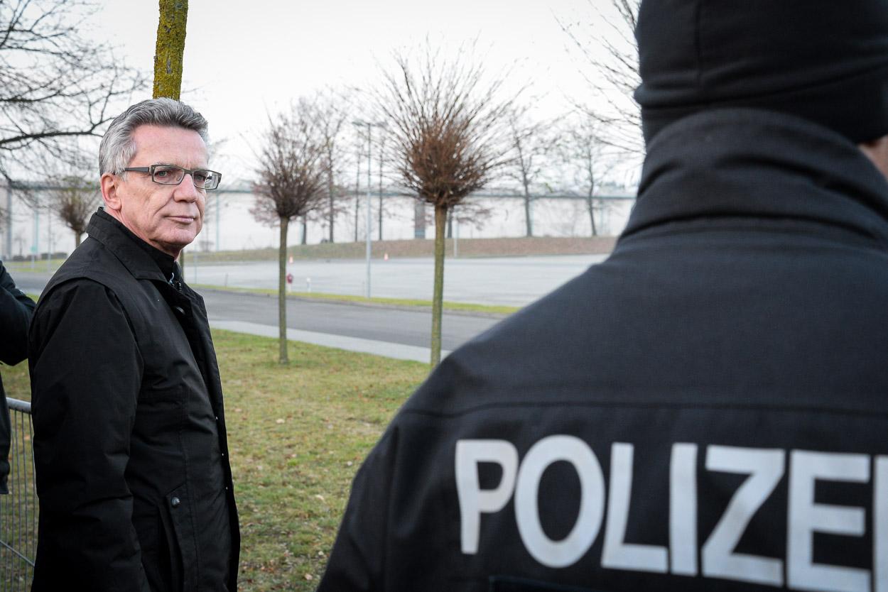 Bundesinnenminister Dr. Thomas de Maizière bei der Vorführung in Blumberg am 16.12.2015 | Foto: © Tomas Moll