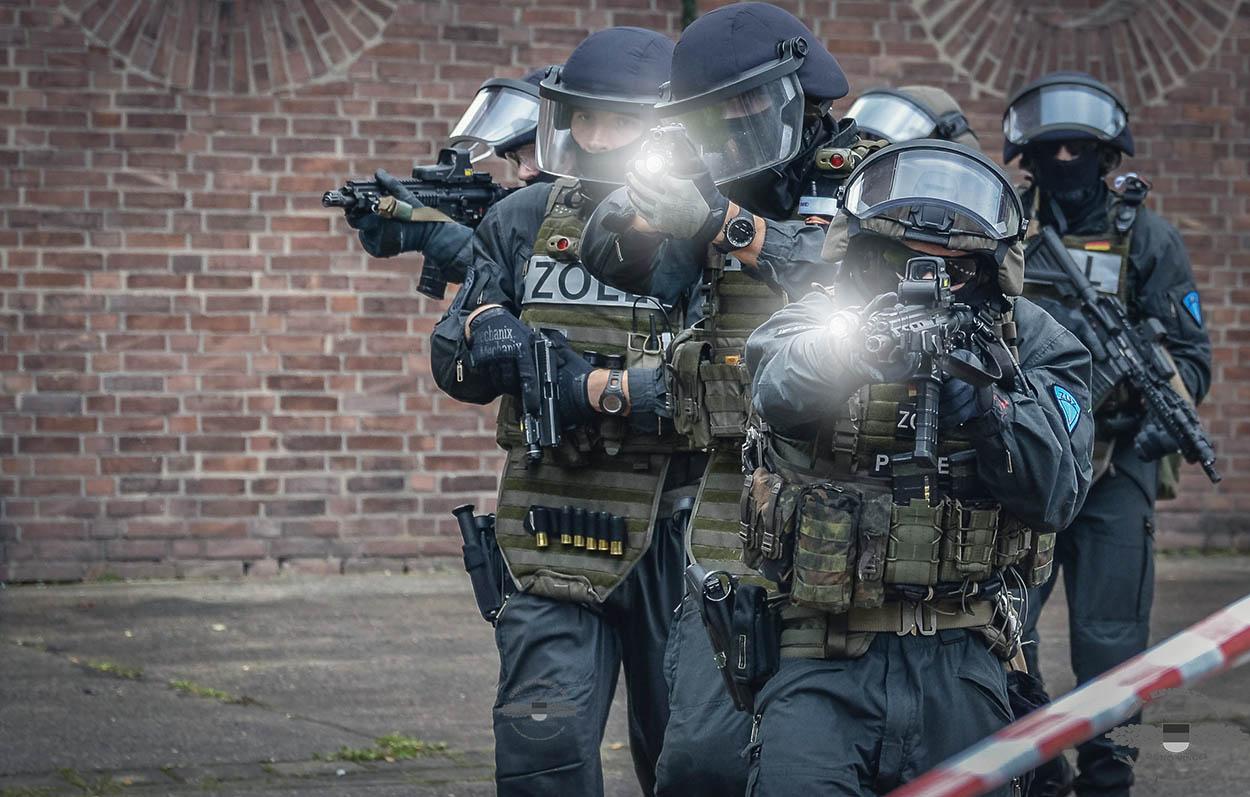 Beamte der ZUZ im Einsatz | Archiv Foto © Tomas Moll