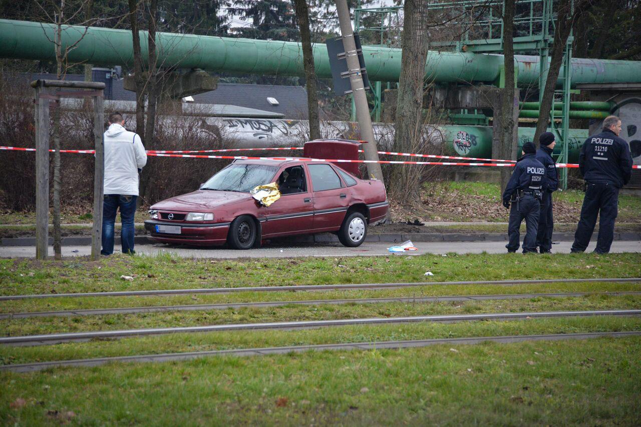 Das Fahrzeug der Einbrecher am Tatort | Foto: © Kriminalreport.info | Dennis Lloyd Brätsch