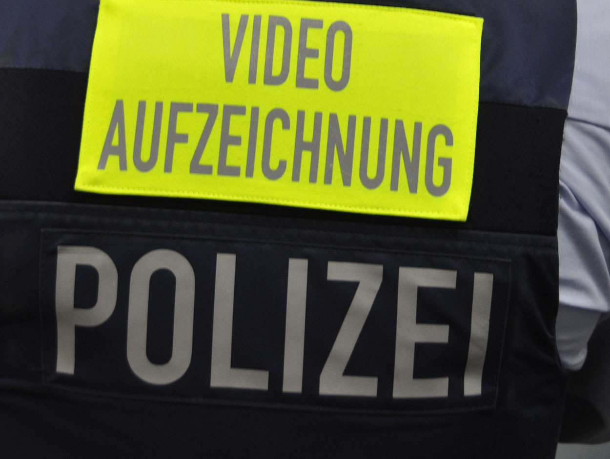 einf hrung von bodycams bei der polizei nrw sek einsatz. Black Bedroom Furniture Sets. Home Design Ideas