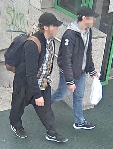 Mit Bildern aus einer Überwachungskamera suchte die Polizei nach den Tätern | Foto: © Polizei