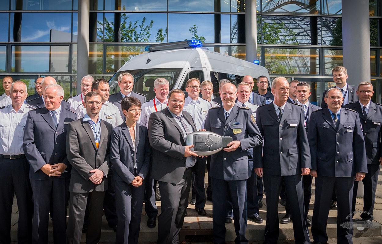 Symbolische Übergabe der Mercedes Sprinter an die Polizei   Foto: © GPEC/Tomas Moll