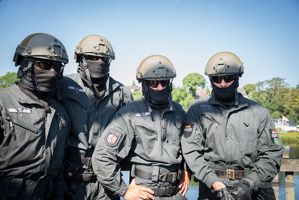 Polizeibeamte des Spezialeinsatzkommandos Essen freuen sich auf ihre Gäste. Foto: © Tomas Moll