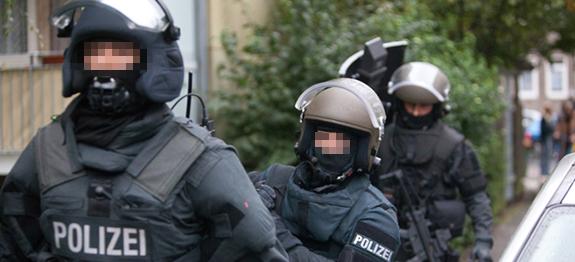 Polizeibeamte eines Spezialeinsatzkommandos | SymbolFoto: © Tim Schaarschmidt