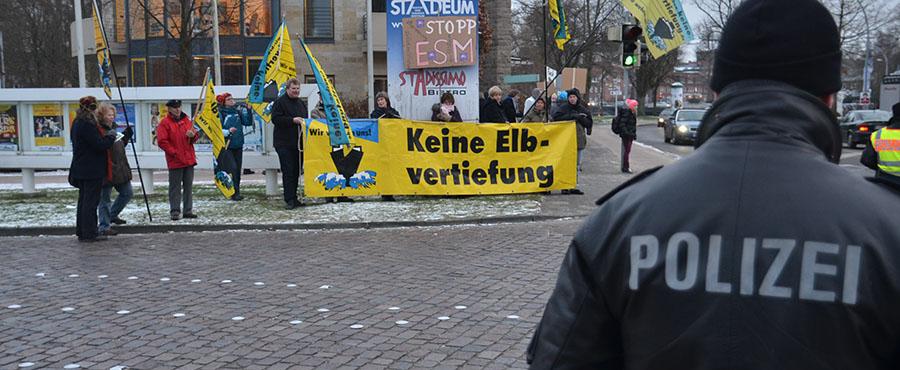 Demo an der Zufahrt | Foto: © Polizei Stade