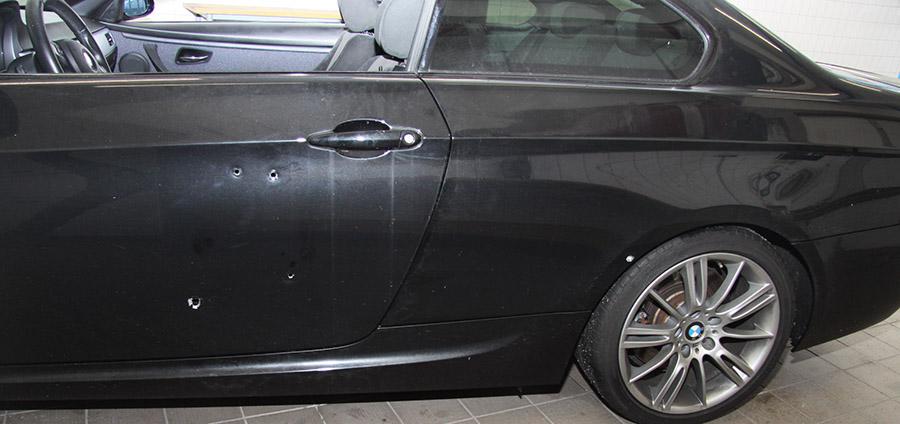 Einschusslöcher in dem BMW | Foto: Polizei Duisburg