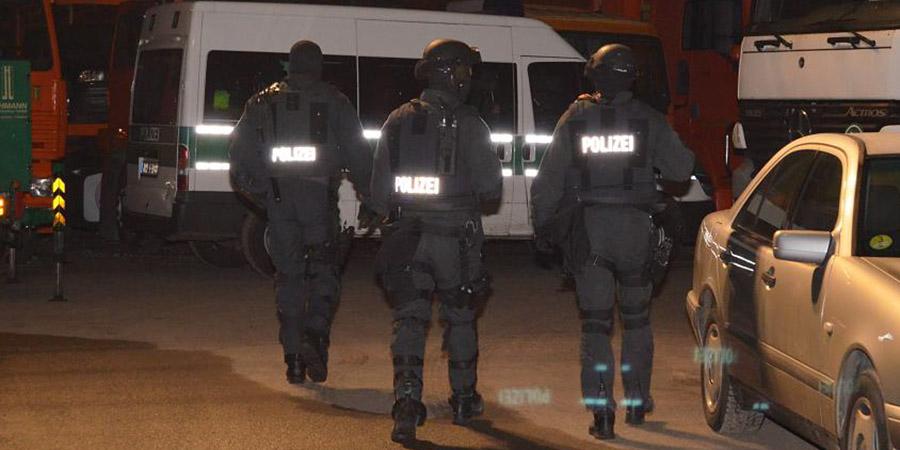Spezialeinheiten auf dem Schaustellergelände | Foto: © Polizei Düsseldorf