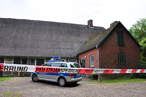 Das Tatobjekt hinter der Polizeiabsperrung | Foto: © Polizei Harburg