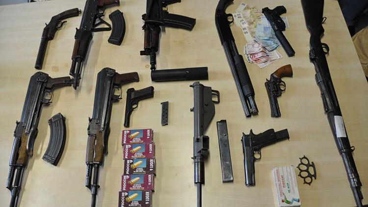 Teil der sichergestellten Waffen und Munition | Foto: © Kriminaldirektion Kaiserslautern