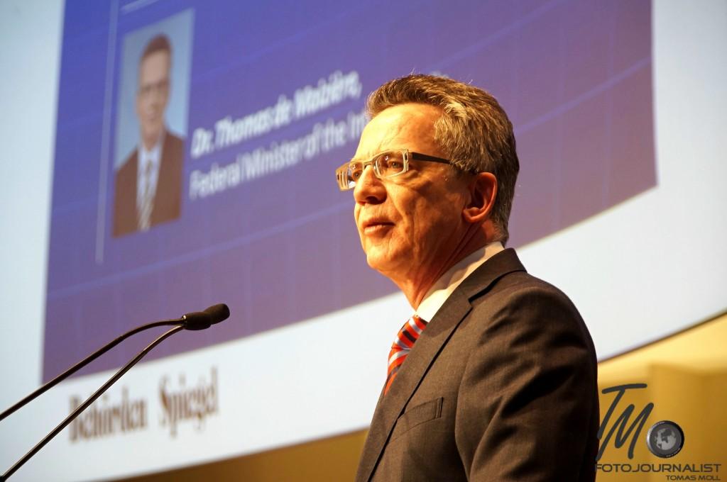 Bundesinnenminister Dr. Thomas de Maizière bei seiner Eröffnungsrede | Foto: fjmoll.de