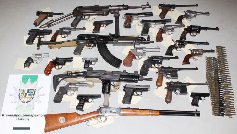 Teile der sichergestellten Waffen | Foto: Polizei Coburg