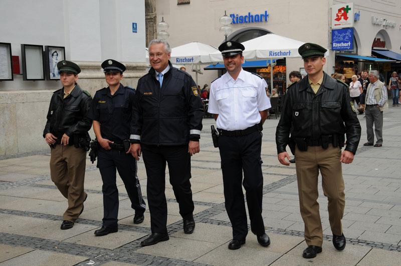 Neue Uniform Für Bayerische Polizei Und Justiz Sek Einsatzde
