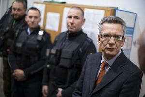 Bundesinnenminister Thomas de Maiziére beim Besuch des Gemeinsamen Zentrum der deutsch-polnischen Polizei- und Zollzusammenarbeit in Swiecko | Foto: © Henning Schacht/BMI