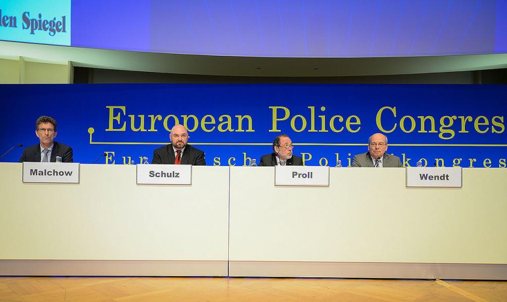 BDK-Chef André Schulz (2.v.l.) gemeinsam mit seinen Gewerkschaftskollegen Oliver Malchow (GdP) und Rainer Wendt (DPolG) heute auf dem Europäischen Polizeikongress | © Tomas Moll