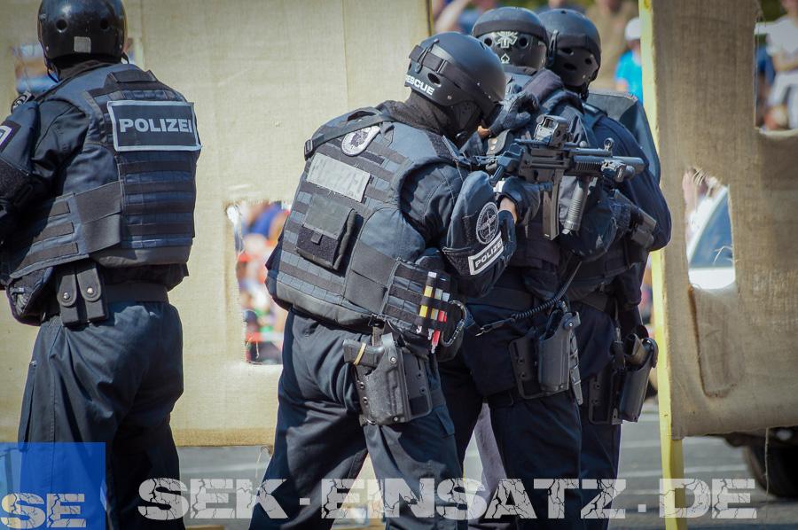 bedrohungslage in berliner wohnhaus  sekeinsatzde
