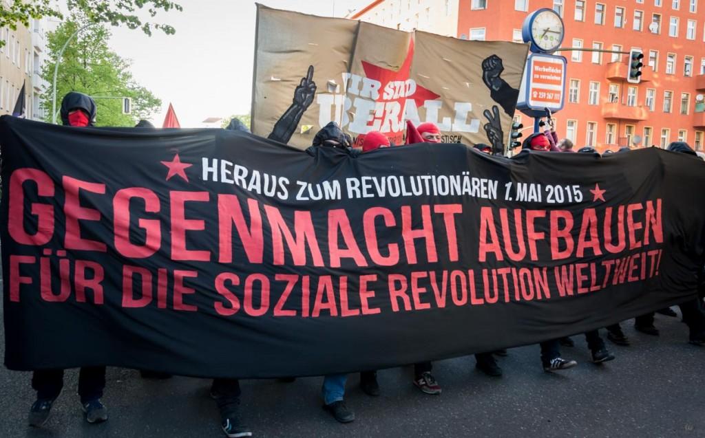 """In Berlin """"tolerierte"""" die Polizei die Vermummung einzelner Teilnehmer."""