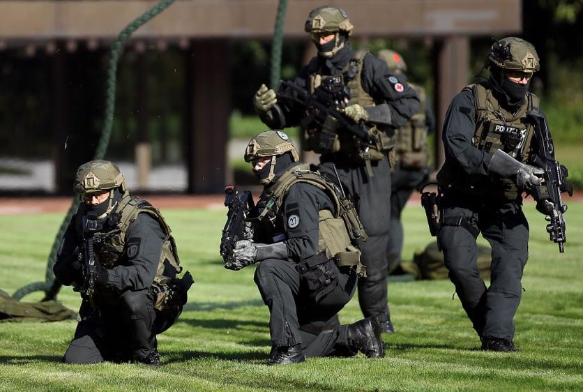 Photo of GSG 9 nimmt Verdächtigen nach Anschlag auf BVB fest