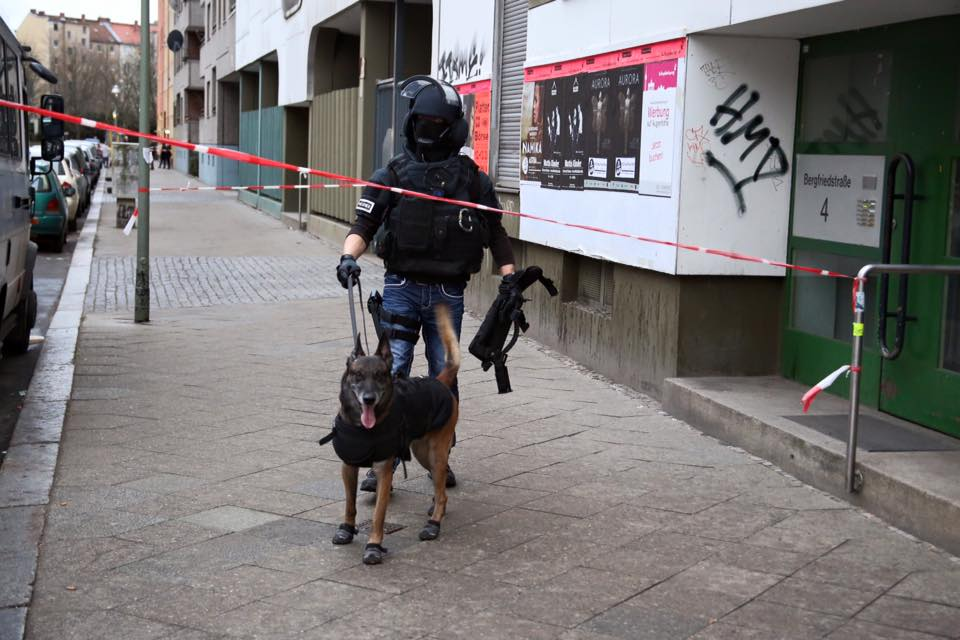 SEK Beamte am Einsatzort in Kreuzberg | Foto: © Thomas Schröder