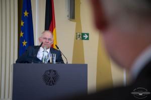 Bundesfinanzminister Wolfgang Schäuble (CDU) stellt am 11.04.2016 in Berlin auf einer Pressekonferenz die Bilanz der Deutschen Zollverwaltung für das Jahr 2015 vor. Foto: © Tomas Moll