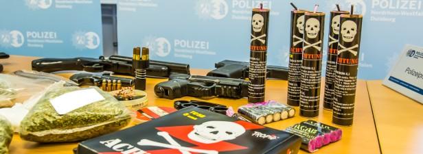 sichergestellte Gegenstände bei der Razzia | Foto: © Polizei Duisburg