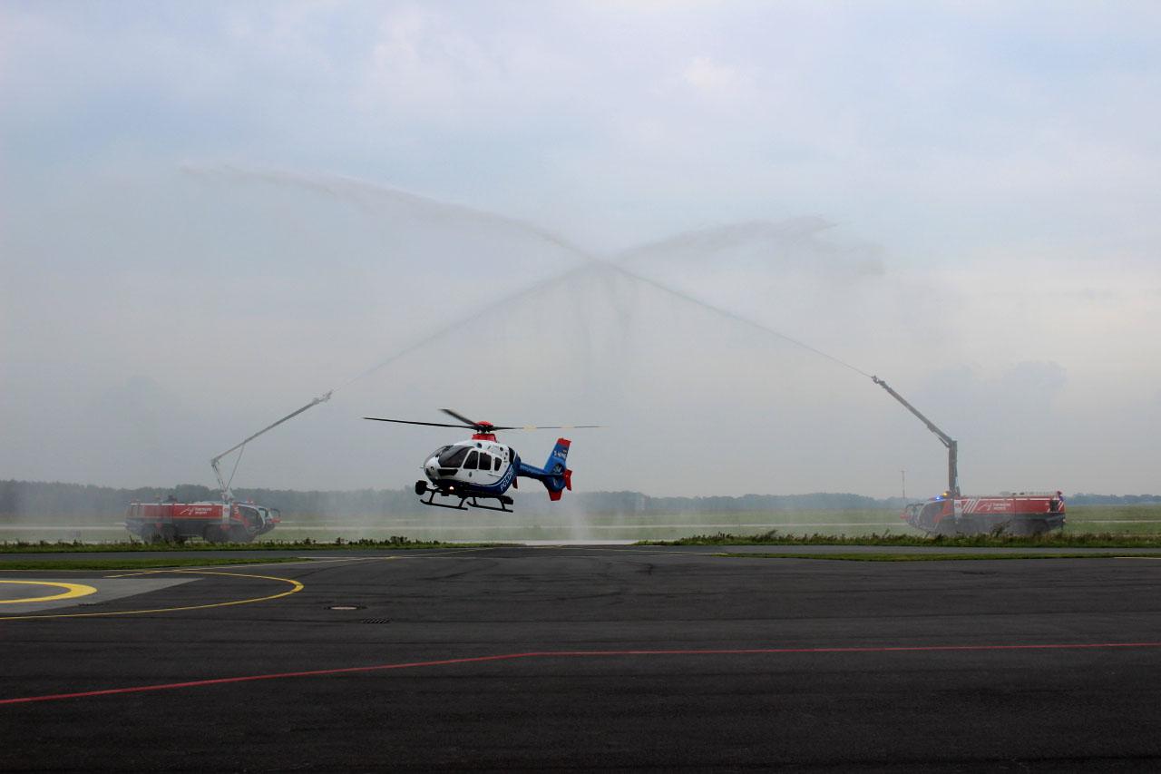 EC 135 P2 während der traditionellen Taufe am Flughafen Hannover | Foto: © ZPD Niedersachsen