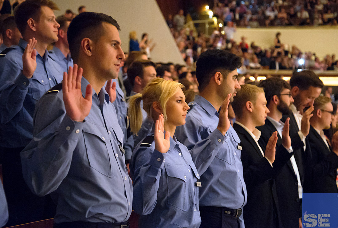 vereidigung in berlin 738 neue polizistinnen und polizisten - Polizei Rlp Bewerbung