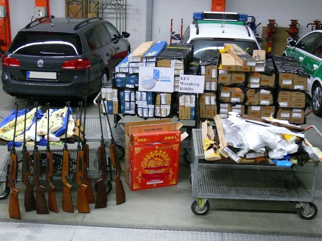 Die sichergestellten Luftgewehr | Foto: © Zoll