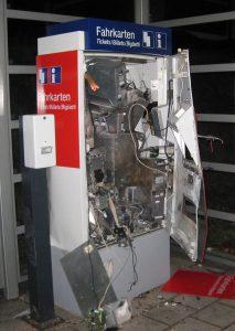 Ein aufgesprengter Fahrkartenautomat | Symbolfoto: © BPol