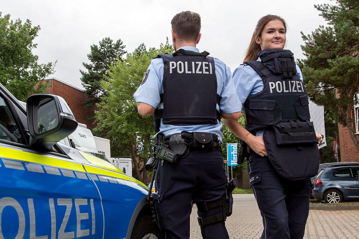 NRW-Polizei bekommt 10.000 Hightech-Schutzwesten | Foto: © MIK NRW Im Auftrag des MIK NRW, Foto: Jochen Tack