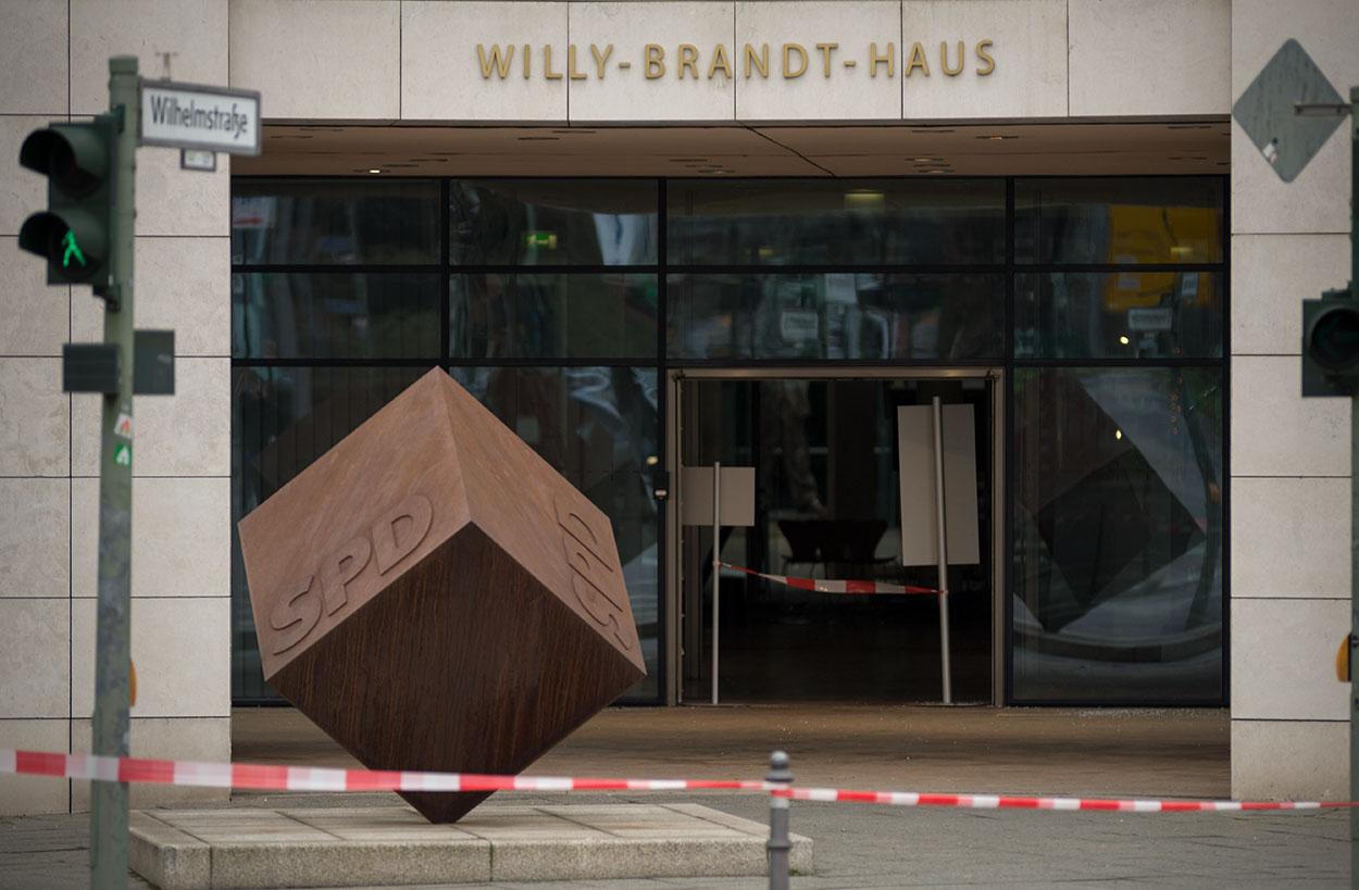 Attacke auf SPD-Zentrale: Haftbefehl