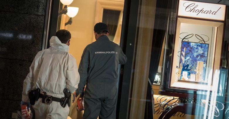 Luxusjuwelier am Kudamm überfallen: Wachmann mit Hammer angegriffen